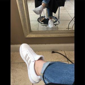 ADIDAS Women Cloudfoam Advantage Stripe Sneaker 🔥